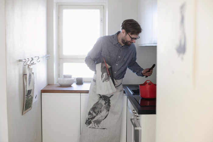 owl apron by teemu jarvi x lapuan kankurit