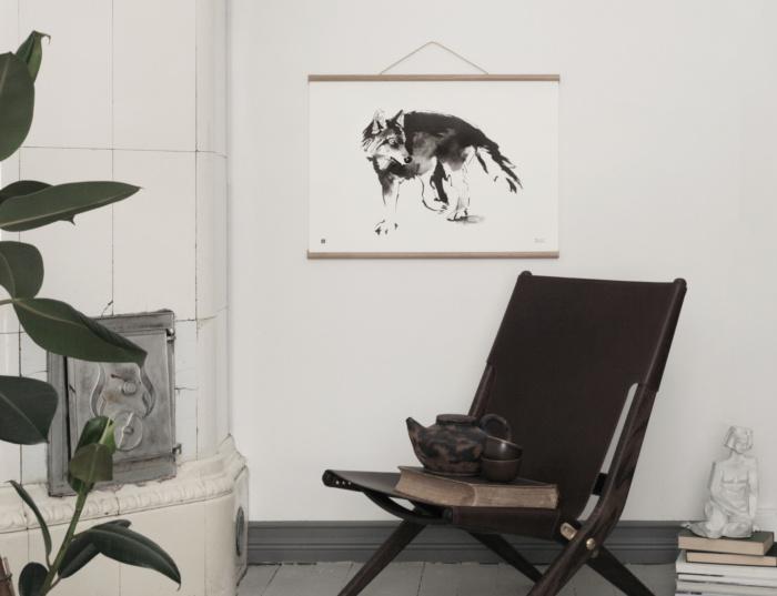 Black & white wolf wall decor
